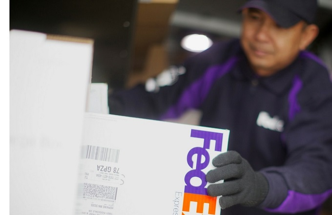 Need holiday cash? Fed Ex is hiring 600 temp workers in Phoenix